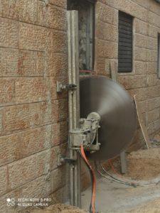 פתיחת פתח בקיר בטון